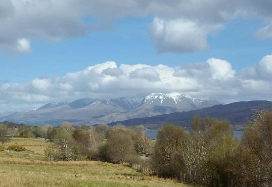 Kinlocheil, UK: The view from the other bedroom - Ben Nevis