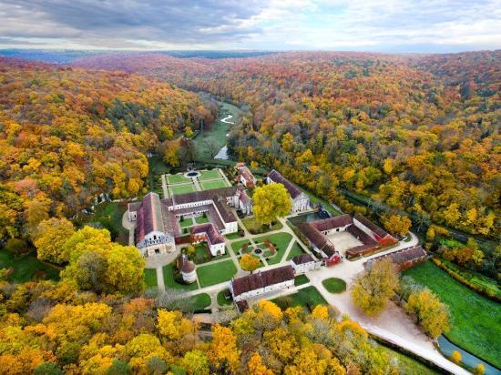丰特莱的西斯特尔教团修道院