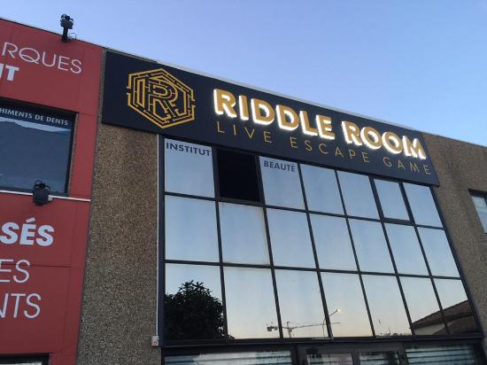 RIDDLE ROOM - Live Escape Game