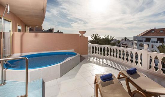 Habitaci n con piscina billede af cleopatra palace hotel for Hotel piscina habitacion