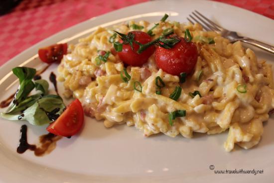 Hotel Restaurant Adler: Kasespatzle (german mac n' cheese)