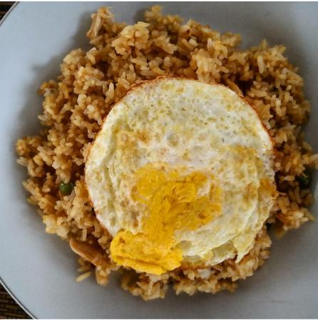 Rumah Kayen Family Homestay: Nasi Goreng for breakfast. Local food!