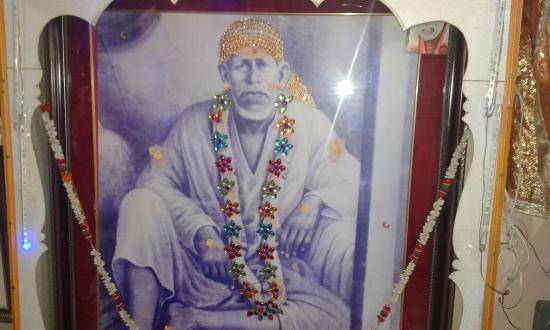 Shirdi, India: This is the original photo of Saibaba inside Mhalsapati's House