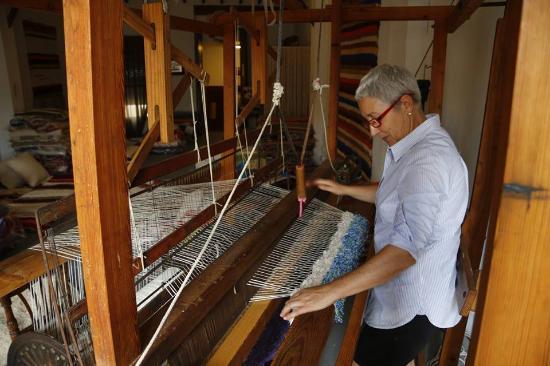 Gata de Gorgos, Spain: Demostracion en nuestro telar de como tejer una Jarapa.