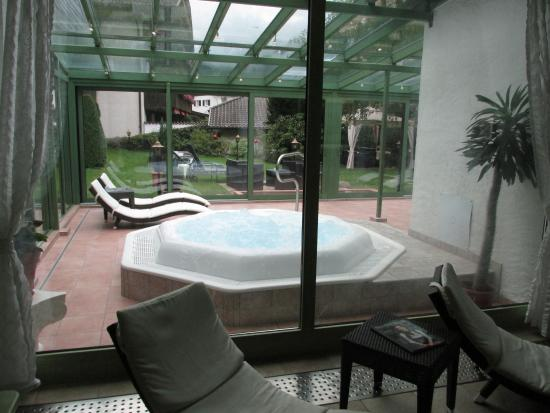 Reindl's: Pool area