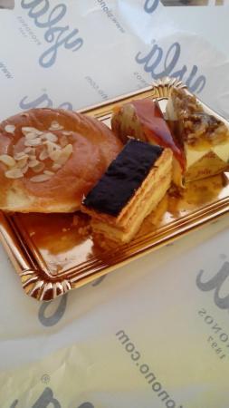 Santa Fe, España: ensaimada de nata, mil hojas, pastel de crema y pastel de nueces