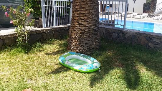 Bungamerica : von der terrasse direkt zum pool
