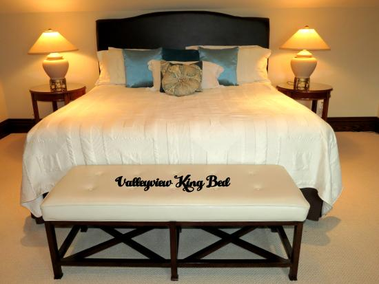 Heathcote Haven Bed and Breakfast: Valleyview Suite Bed