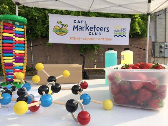 Cape Girardeau, MO: Marketeers Club at the Cape Riverfront Market