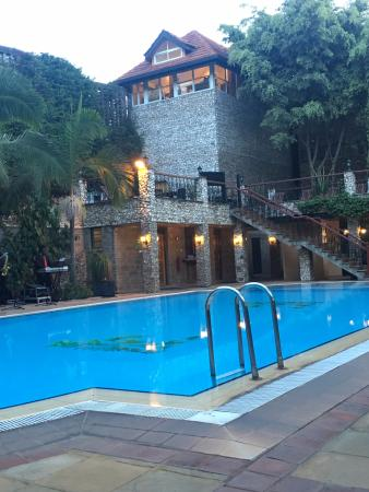Town Lodge Upper Hill Nairobi: Pool area with a raised sun lounging deck to rear.