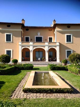 Casale di Tormaggiore: The building used for marriages, adjacent to the big garden