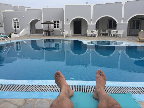 Maistros Village: Relaxing by the pool
