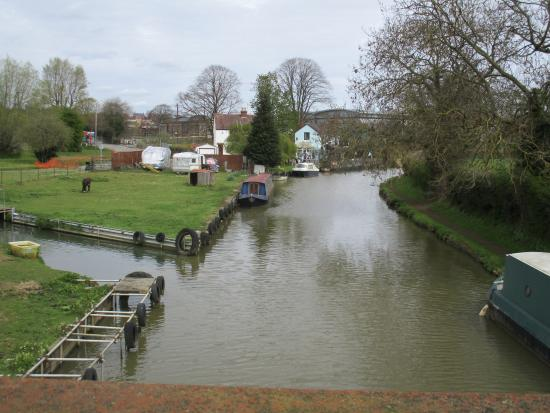 "Banbury, UK: North end of  the Spiceball park / Oxford canal ""no gradient"" walk"
