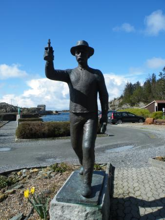 Avaldsnes, النرويج: A statue dedicated to those miners who lost their life bringing copper to the world
