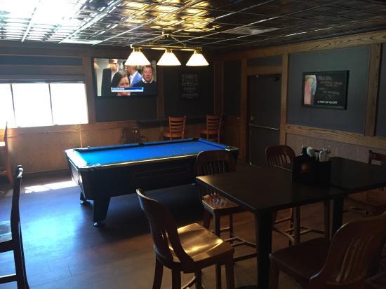 Vernon, Canada: Canucks Blue Pool Tables