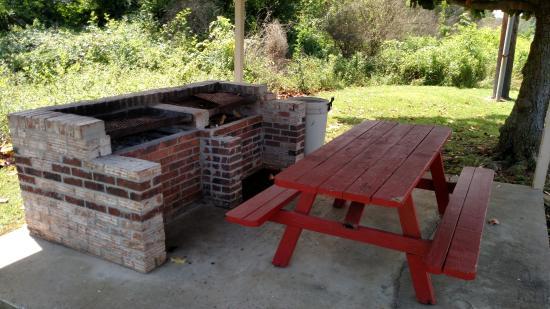 Rogersville, AL: Grilling area