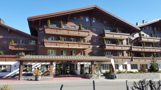 Schonried, Schweiz: Grosszügige Vorfahrt