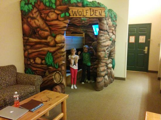 Den Room: Picture Of Great Wolf Lodge, Traverse City