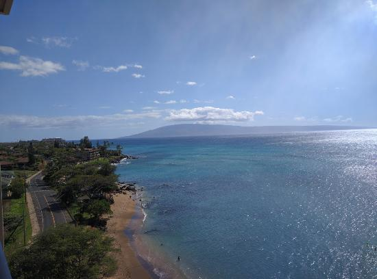 Kahana Beach Resort: This was our view from our room. We were on the 11th floor.