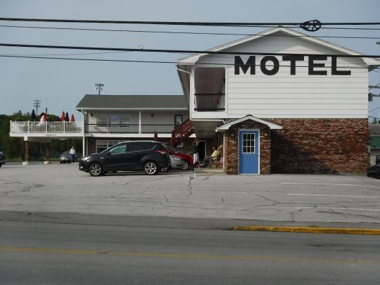 Brewer and Village Green Motor Inn : We are less 2 miles from Hollywood Casino, Cross Insurance Center, and Waterfront Concerts.