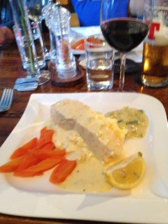 The Tobermory Hotel: Delicious Salmon Dinner!