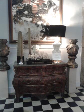 la cacharreria muebles antiguos y cas todos los elementos decorativos estn a la venta