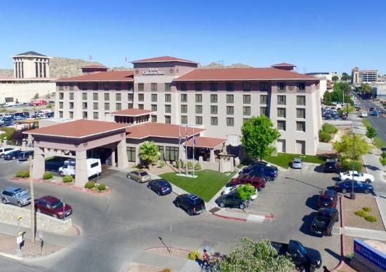 Hilton Garden Inn El Paso/University: Hotel and Oregon Street View