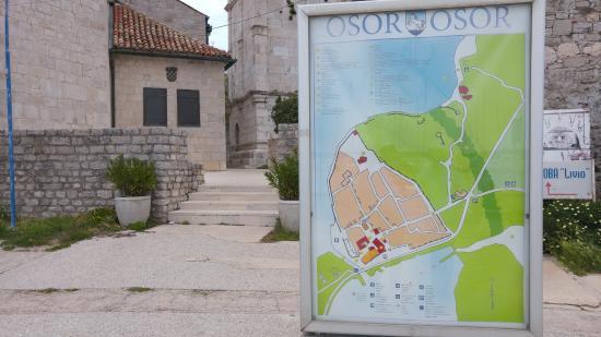 Osor, Kroatien: steps to Cathedral