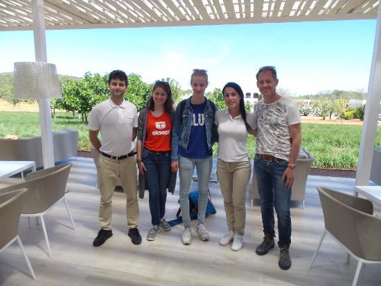 Ca Na Xica - Boutique Hotel & Spa: Met het gastvrije personeel van het ontbijt