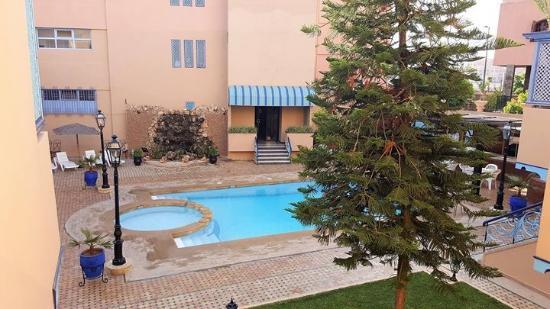 Residence Marrakech Palm Club: Uitzicht vanaf voorzijde appartement.