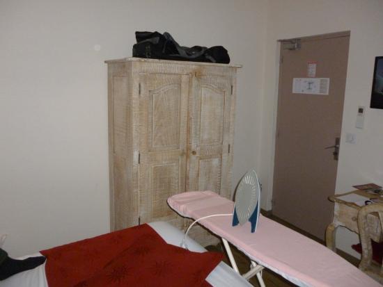 Hotel de Bordeaux: Our first room!