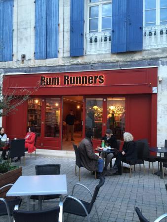 Saint-Jean-d'Angely, ฝรั่งเศส: nice bar