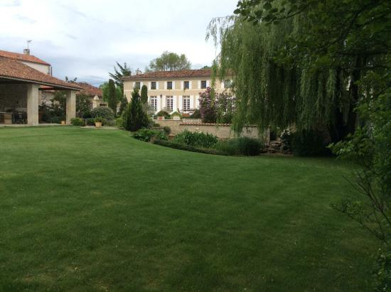 Au Moulin Brun : View from end of garden