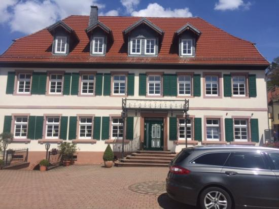 Oelmuehle Hotel-Restaurant: Front of Hotel from driveway entrance.