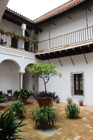 Las Casas de la Juderia: Hotellet består av flera innegårdar