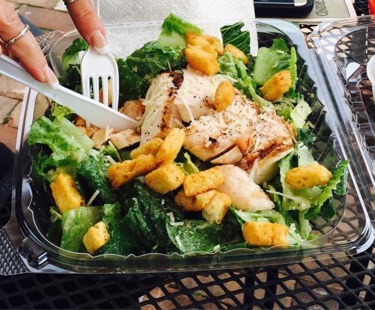 Bath, Πενσυλβάνια: Caesar salad and burger