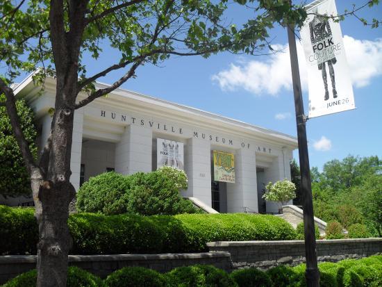 Huntsville Museum of Art: front of the museum