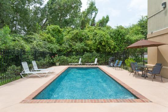 Microtel Inn & Suites by Wyndham Houma: Outdoor Pool