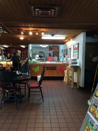 Calera, OK: Fudge station and table