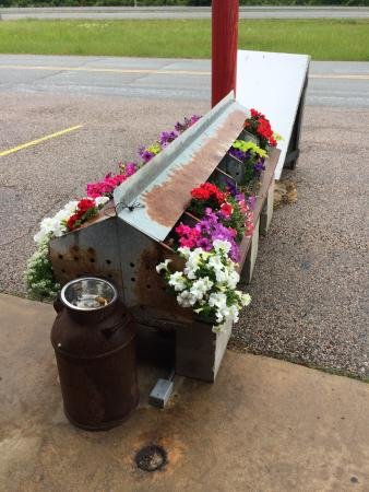 Calera, OK: Flower pots out front