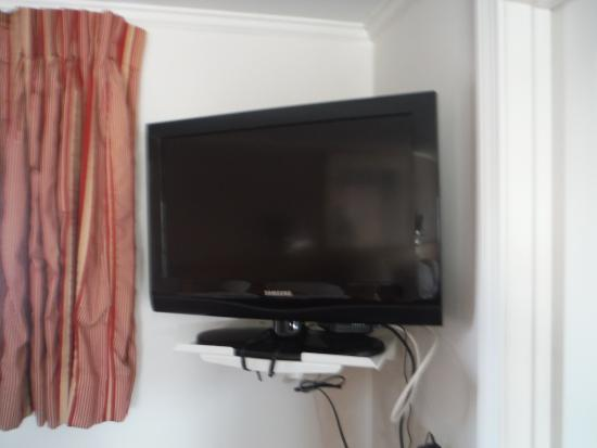 SeaCoast Inn: Flatscreen TV on the wall.