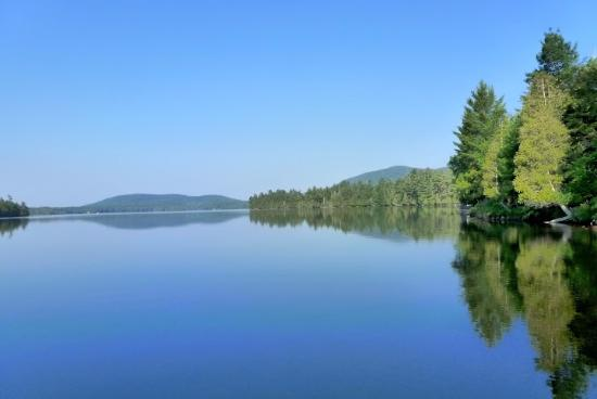Blue Mountain Lake, estado de Nueva York: View from the Hemlock Hall Dock - June 2012