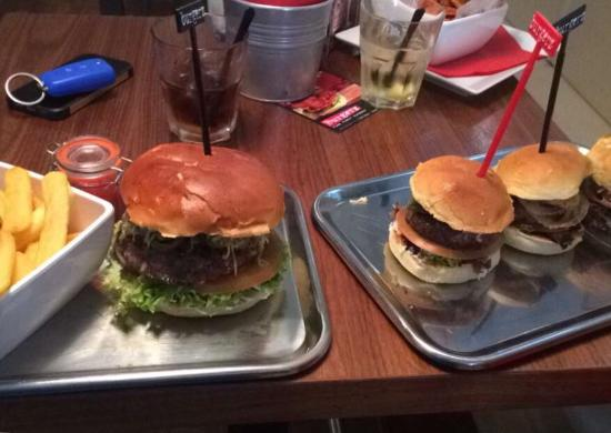 Burgerz: Spicy chili burger and selection of 3