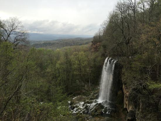 โควิงตัน, เวอร์จิเนีย: Falling Springs Waterfall from US-220.