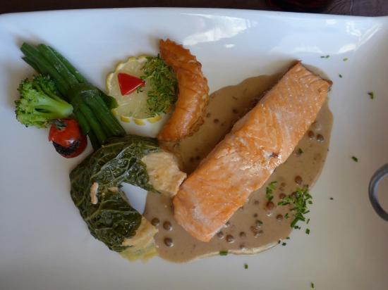 La Ferte-Imbault, France : filet de saumon crème de lentilles