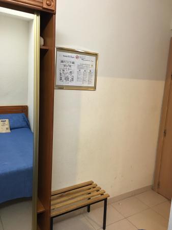 Hostal La Lonja: Helt ok sängar, bekväma kuddar.