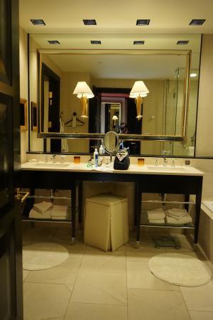 encore at wynn las vegas bathroom vanity