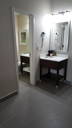 Quality Inn & Suites: Vanity Area in Our Suites and double Queen Rooms