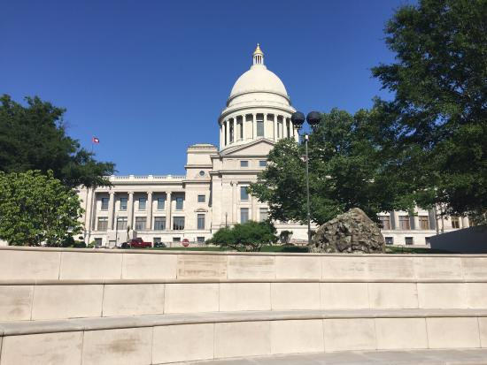 Arkansas State Capitol: View from the surrounding park