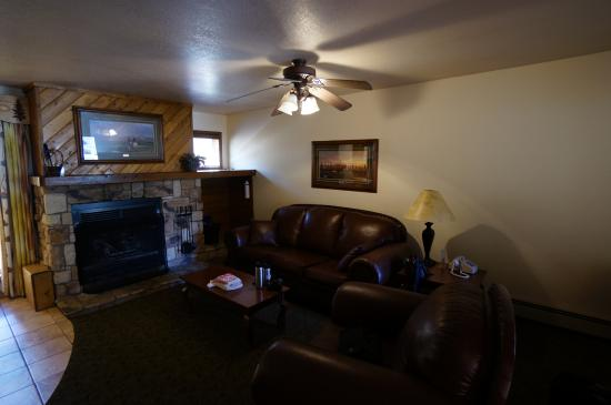 Box Canyon Lodge & Hot Springs: Living room